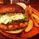 ジャクソンビル - 料理写真:11月の月替わりバーガー『たっぷりレタスのタルタルテリヤキチキンバーガー』