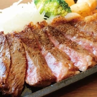 贅沢を極めた至福のひととき「黒毛和牛サーロインステーキ」