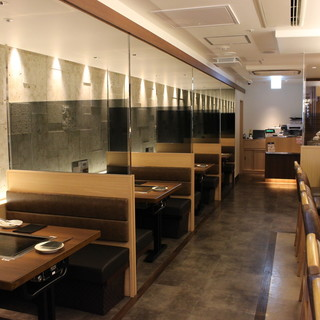 雅やかな雰囲気の落ち着いた食の空間