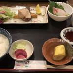 旬菜酒肴 みかん - 和定食¥800、これに焼売が付きます!