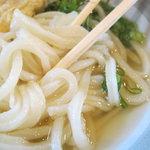 中村うどん - かけのアップ 麺が細い