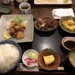 旬菜酒肴 みかん - まんぷく定食¥900、これに海老フライが付きます!