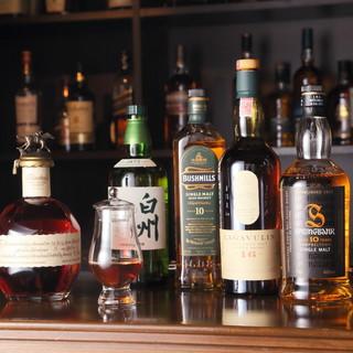 スコッチを中心に、多様なウイスキーが味わえる