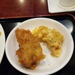 76055085 - 2017.11.揚げ餃子と鶏の唐揚げ