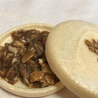 薄氷本舗 五郎丸屋 - 料理写真:★★★☆ フロランタンは厚みがあって、最中の皮に比べて硬め