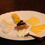 PUBLIC HOUSE EPILOGUE - チーズ6種盛り合わせ