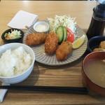 和風カフェ しゅしゅ - カキフライ定食 980円♪