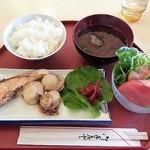 モリタ - ホタテとサケのマーガリン焼き定食 650円