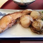 モリタ - ホタテとサケのマーガリン焼き定食