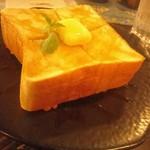 カフェテラス 北山 - 厚々のハニートースト