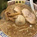 76067533 - とんこつ醤油ラーメン(750円)と半熟味付煮卵(100円)