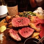 肉バル BELLOの肉盛りプレート