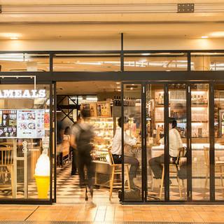 品川駅で一服したくなったら…。喫煙ルームあります。