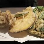 76071042 - 野菜天ぷらは、しめじ、薩摩芋、春菊のかき揚げ。