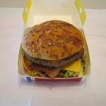 マクドナルド - 料理写真:【期間限定】「デラックスチーズ ビーフ」です。2017/11