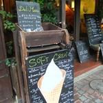 Rue Favart - ソフトクリームもイチオシっぽいですね♪