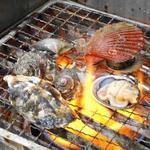 水沼さざえ店 - 焼き貝盛り合わせの貝