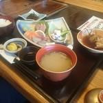 平野鮮魚 - 刺身定食!