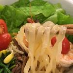 みつる - ピリ辛冷麺  麺リフト