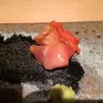 六緑 - 赤貝