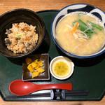 宮崎料理 万作 - 鶏ラーメンと鶏飯セット