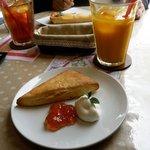 マンマ・ミーア! - スコーンとマンゴジュース