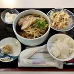 76081274 - チャーシュー入り醬油ラーメン定食(※540円)