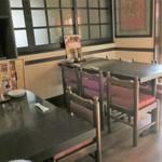 麺AKIBA - テーブル席の様子