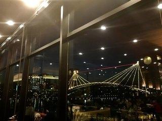 スターバックスコーヒー 富山環水公園店 - 店内から見る天門橋も美しいです