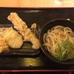 水道橋麺通団 - ひやかけ小350円、かしわ、いも、ちくわ各50円(月曜日アゲアゲデーで半額)