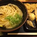水道橋麺通団 - ひやかけ中 450円、天ぷら 各50円(月曜日アゲアゲデーで半額)
