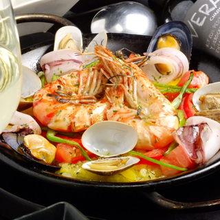 【厳選された食材】人気の料理とソムリエが選んだ豊富なワイン