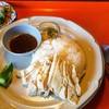 2階のチキンライス - 料理写真:カオマンガイのセット980円