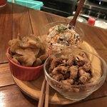 マンボ飯店 - 料理写真:おすすめアテ三品盛600円