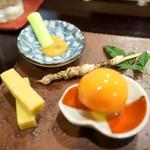 鮨 なが井 - ウニチーズ、メバル皮焼き、卵黄醤油漬け、エビペーストきゅうり