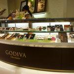 GODIVA Chocolatier  - ☆ショーケースもキラキラですぅー(#^.^#)☆