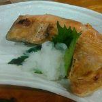 大衆酒場 亀屋 - 鮭カマ焼き 美味!