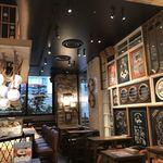 オイスターバー ワーフ - コンパクトながら雰囲気のある店内