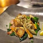 グリル ア ターブル - 牡蠣とほうれん草、野菜一杯のソテー。