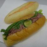 サカエヤベーカリー - 料理写真:コンビーフロールと明太子フランス