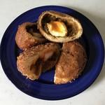 咖喱&カレーパン 天馬 - チキン、半熟たまごのカレー揚げパンです。