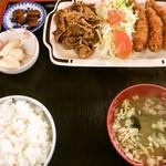 小笠原食堂 - 焼き肉と海老フライ定食