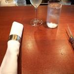 76106659 - スパークリングワイン1000円(税込み)