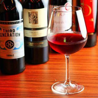 【種類豊富なドリンクメニュー】ソムリエ厳選のワインを楽しむ