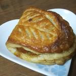 シャモニー 白河屋 - 料理写真:アップルパイ 270円