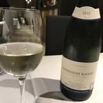76109760 - 白ワイン  グラス二分の一