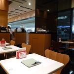 よーじやカフェ - 席の間隔も狭くなく、落ち着いて過ごせます♪(2010/12)