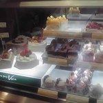 ベニス洋菓子店 - ケーキショーウインドウ