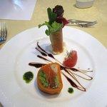 レストラン唐津迎賓館 - コースAの前菜は季節の野菜とサーモンのゼリー寄せです。