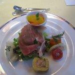 レストラン唐津迎賓館 - コースBの最初は季節の野菜とオードブルの盛り合わせ、佐賀県産のきよみオレンジが添えられてますよ・・・